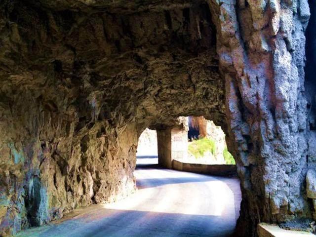 太行山·挂壁公路 I 穿行于壁立千仞的悬崖之上-44.jpg