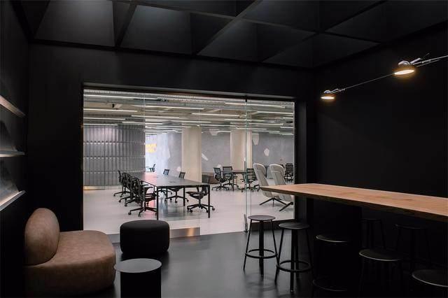 Visual Display l 意大利汽车销售公司Autostar联合办公室-10.jpg