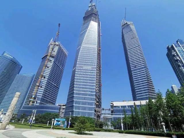 青岛第一高楼——青岛海天中心结构封顶,建築呈现'六边形'設計-3.jpg