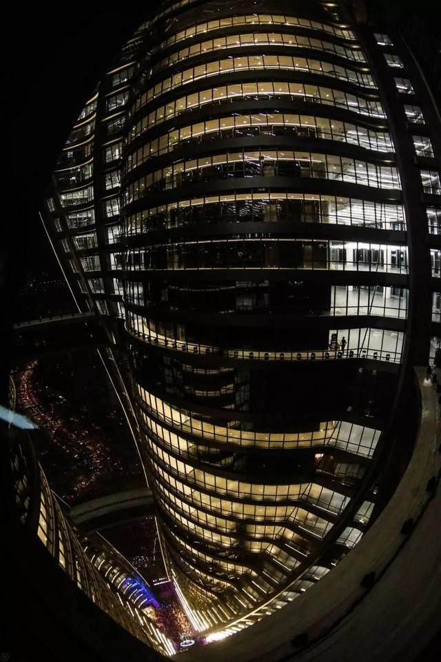 丽泽SOHO获最佳高层建築奖,建築极具幻想和超现实主义設計-24.jpg