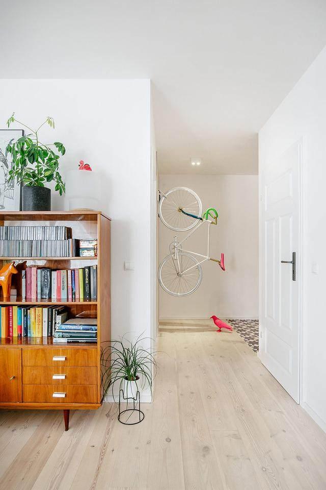 明亮简约的中世纪现代主义公寓,复古优雅的居住空间空间-27.jpg