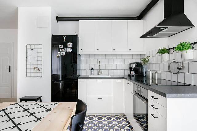 明亮简约的中世纪现代主义公寓,复古优雅的居住空间空间-39.jpg