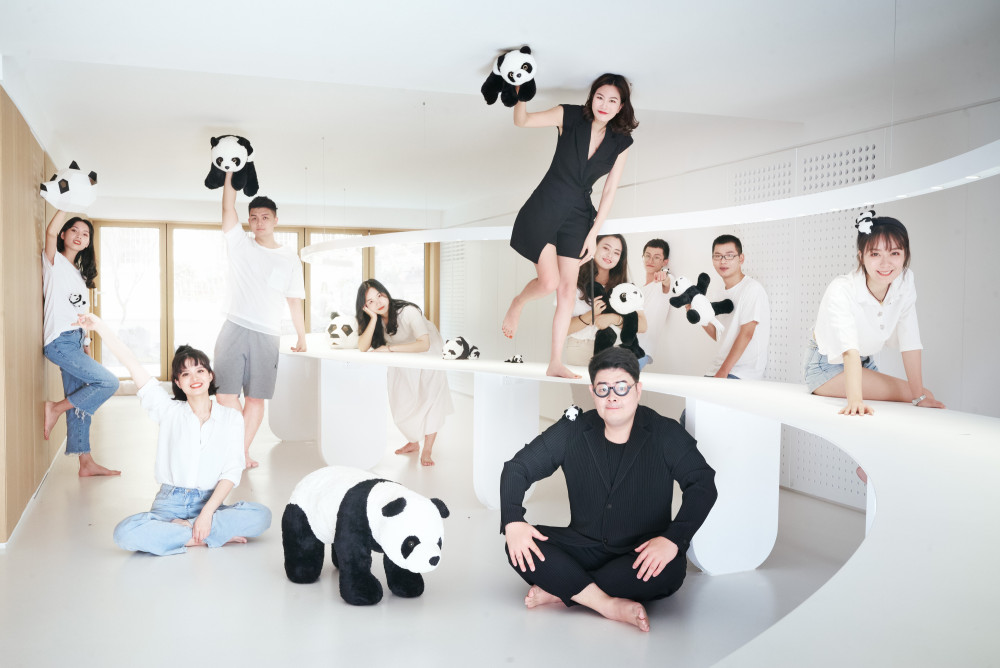 寸匠熊猫团体照.JPG
