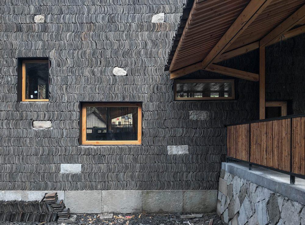 20.小青瓦垒砌墙体与亭子的关系Grey_tile_wall_and_the_pavilion.jpg