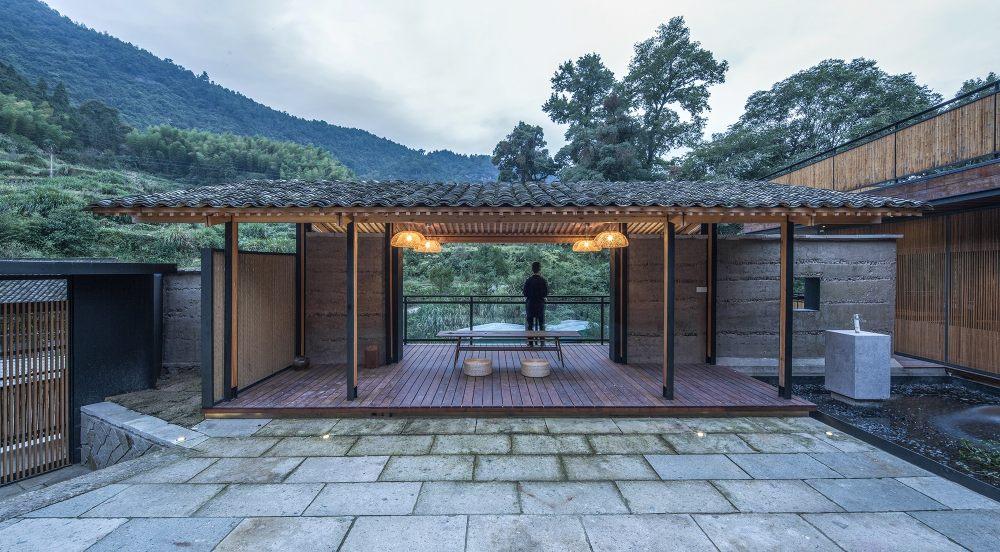 27.观山亭连接内庭院与外部景观Guanshan_Pavilion_connects_the_inner_courtyard_with_the_outer_landscape.jpg