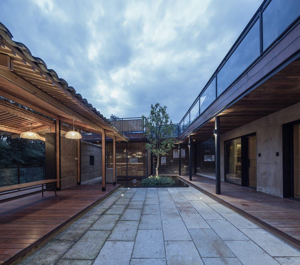 28.观山亭与内庭院场景Guanshan_Pavilion_and_the_inner_courtyard.jpg
