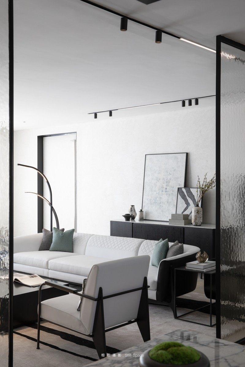A+联合设计  OR  HBA│雨过天青.不繁不凡_MERCEDES BENZ的沙发灵动于空间之中,精致的外表与精美的比例相呼应,延伸了视觉感受。黑白为基础的主色又  ...