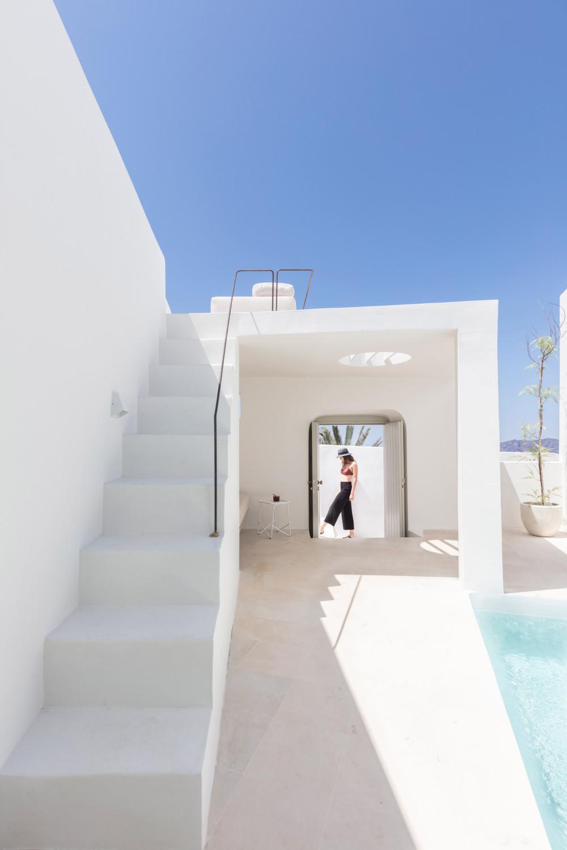 two_holiday_residences_fira_kapsimalis_architects_santorini_greece_dezeen_2364_col_3.jpg