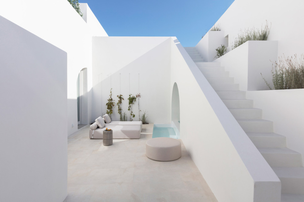 two_holiday_residences_fira_kapsimalis_architects_santorini_greece_dezeen_2364_col_4.jpg