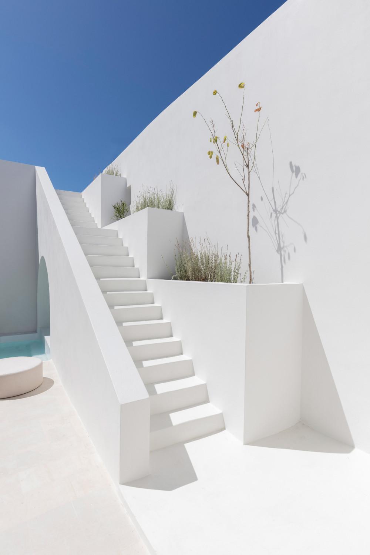 two_holiday_residences_fira_kapsimalis_architects_santorini_greece_dezeen_2364_col_8.jpg