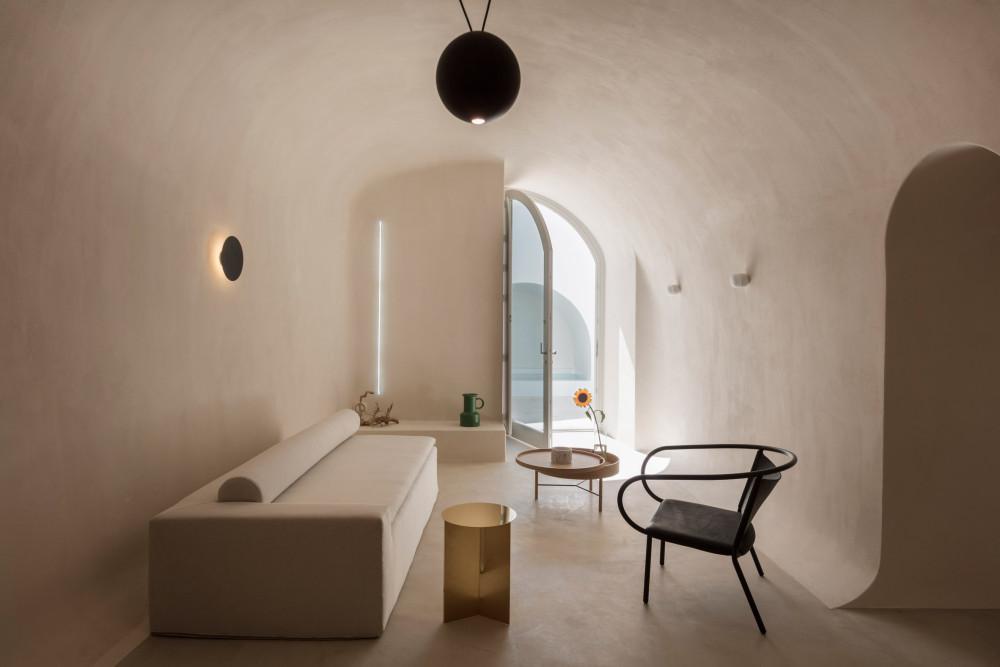 two_holiday_residences_fira_kapsimalis_architects_santorini_greece_dezeen_2364_col_9.jpg
