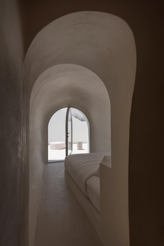two_holiday_residences_fira_kapsimalis_architects_santorini_greece_dezeen_2364_col_12.jpg