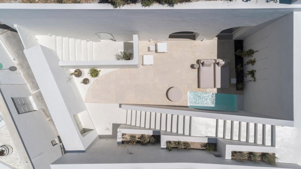 two_holiday_residences_fira_kapsimalis_architects_santorini_greece_dezeen_2364_col_18.jpg