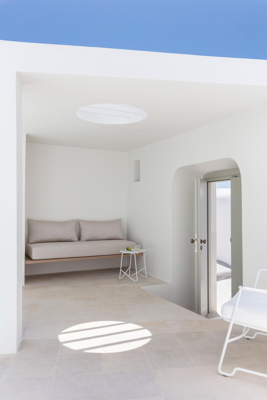 two_holiday_residences_fira_kapsimalis_architects_santorini_greece_dezeen_2364_col_22.jpg