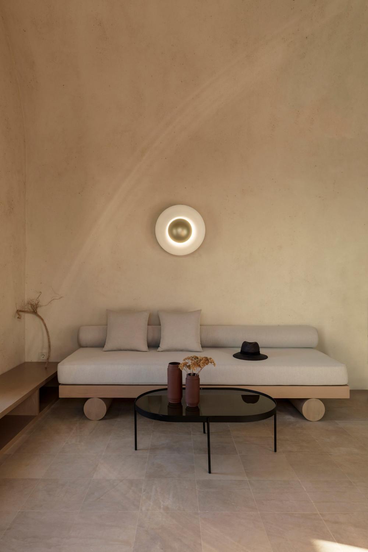 two_holiday_residences_fira_kapsimalis_architects_santorini_greece_dezeen_2364_col_25.jpg