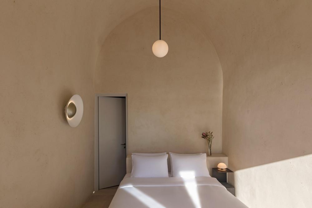 two_holiday_residences_fira_kapsimalis_architects_santorini_greece_dezeen_2364_col_29.jpg