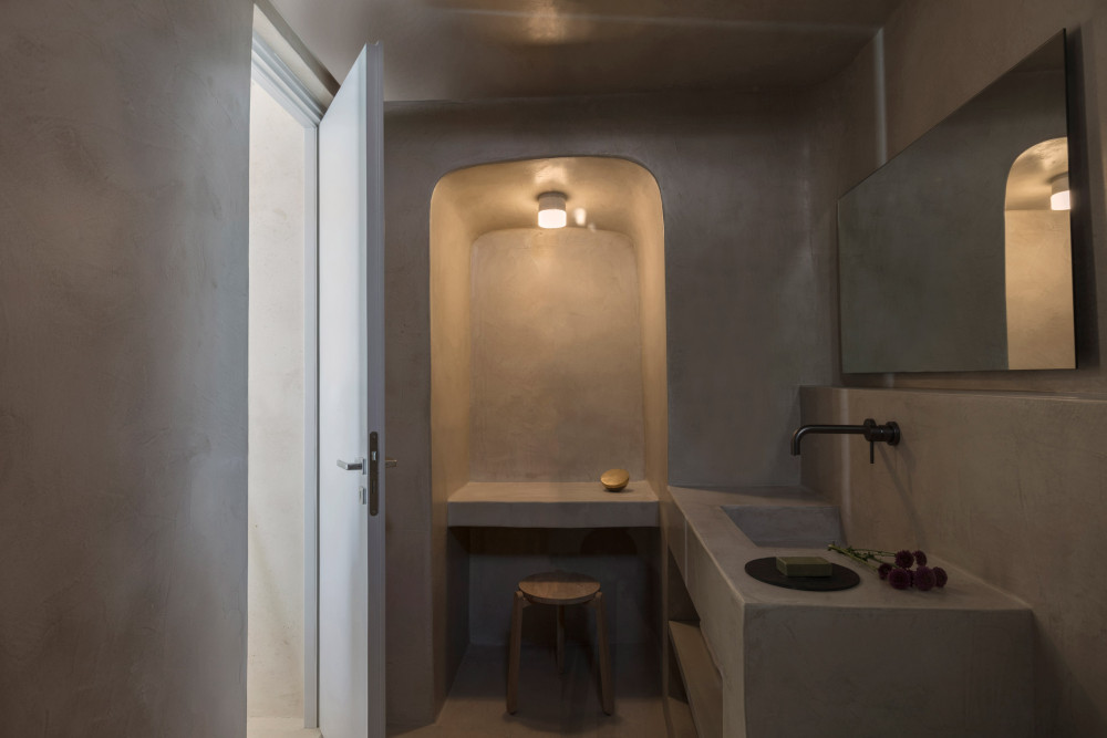 two_holiday_residences_fira_kapsimalis_architects_santorini_greece_dezeen_2364_col_30.jpg