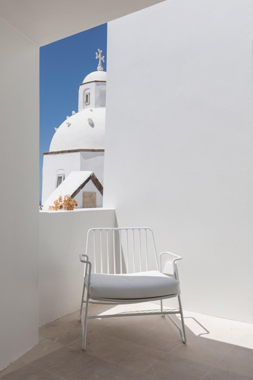 two_holiday_residences_fira_kapsimalis_architects_santorini_greece_dezeen_2364_col_32.jpg