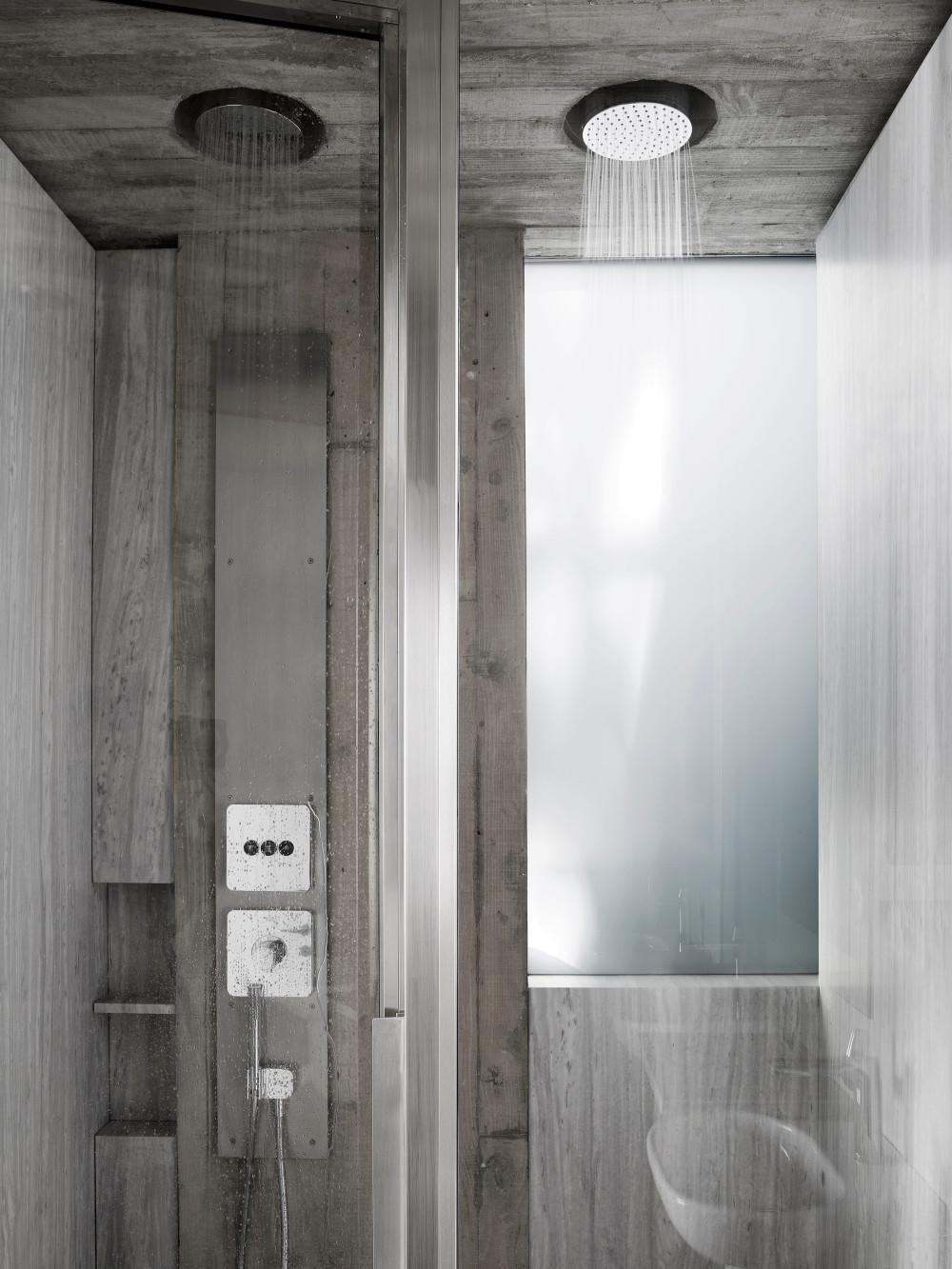 7_1AECS_011_bathroom.jpg