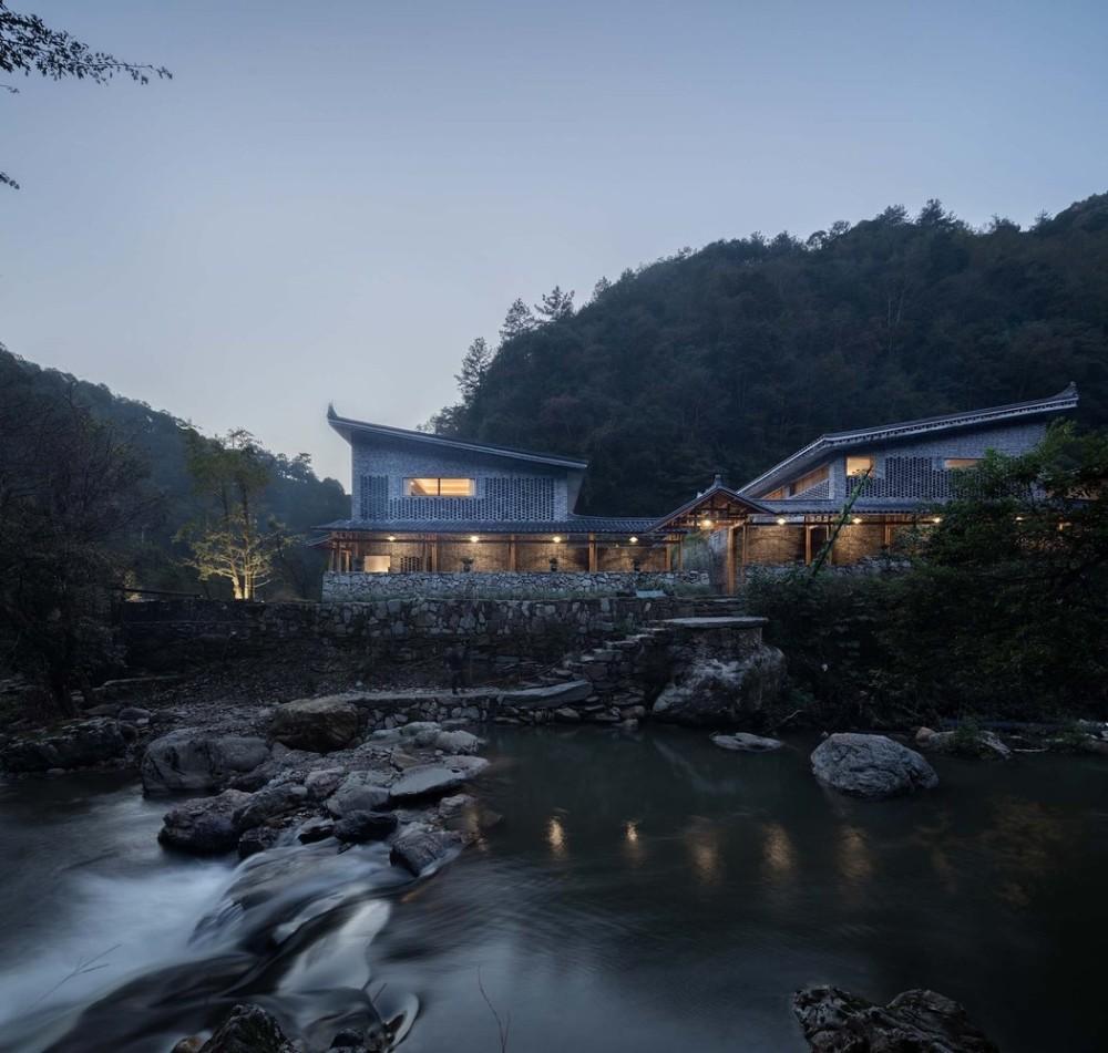 4_建筑与溪流.jpg