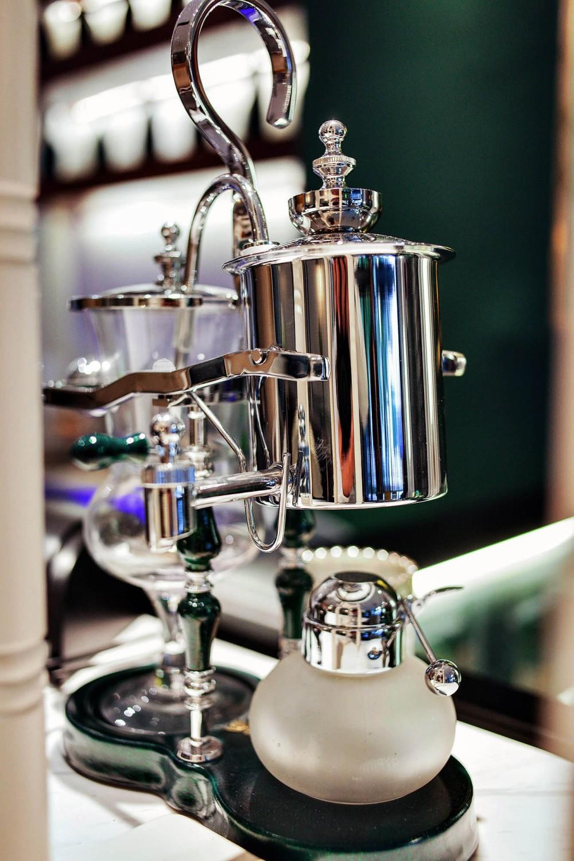 12-01-局部细节,精美的复古器皿与餐具Localdetails,finevintageutensilsandcutlery.jpg
