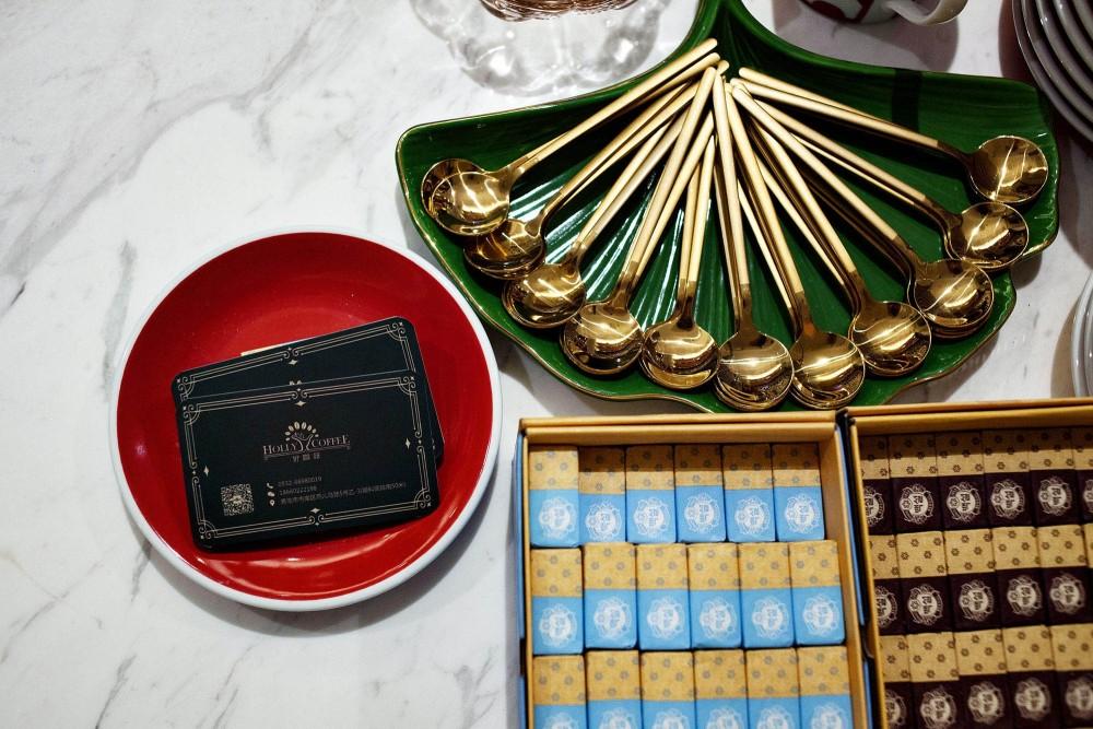 12-02-局部细节,精美的复古器皿与餐具Localdetails,finevintageutensilsandcutlery.jpg