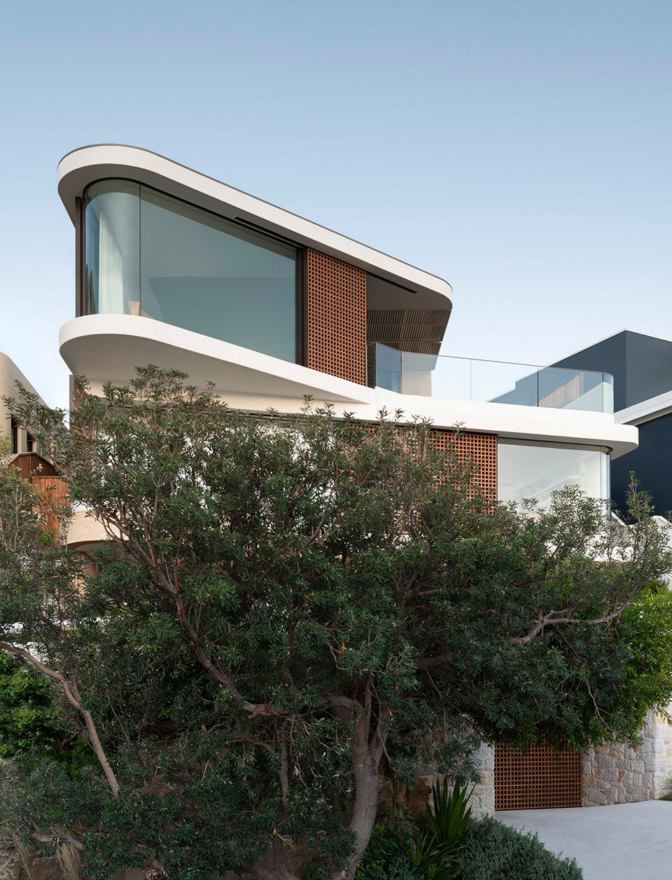 1-pacific-view-point-house-by-luigi-rosselli-architects.jpg