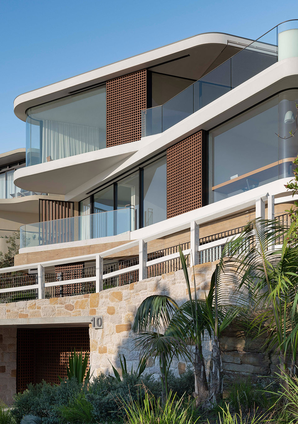 3-pacific-view-point-house-by-luigi-rosselli-architects.jpg