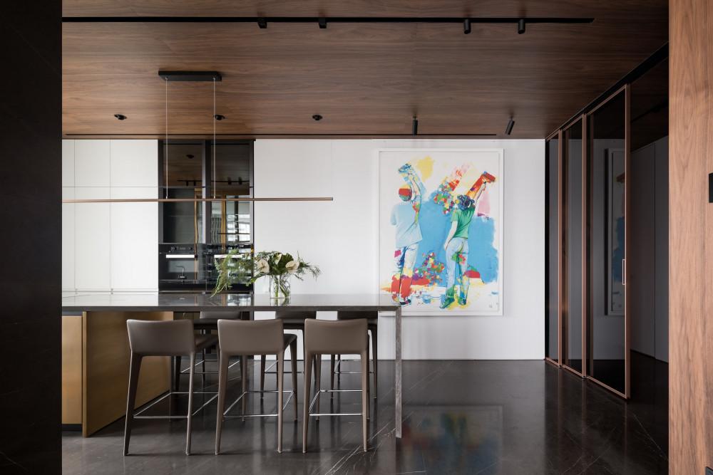 现代家庭公寓的多彩室内设计风格 Deep Chord interior / YODEZEEN Architects