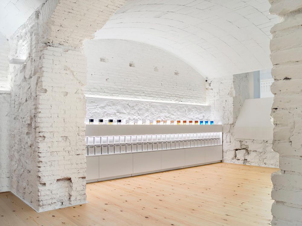 巴塞羅那香水店(PERFUMERY CARNER BARCELONA)Jofre Roca 設計