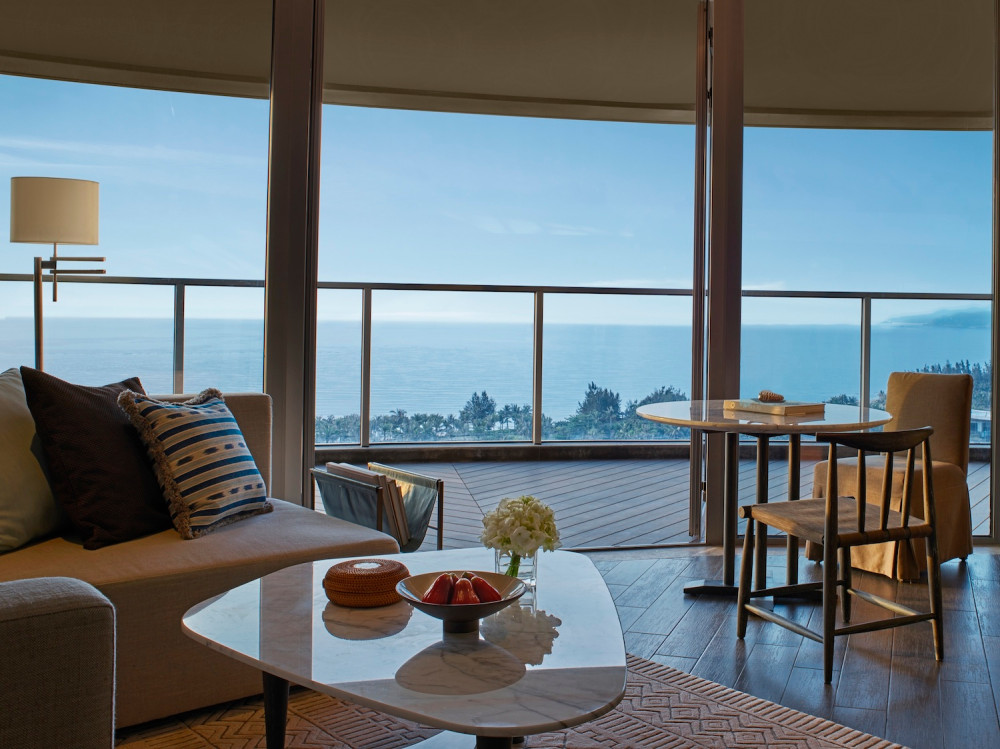 Ocean-View-Suite-Living-Room-豪华海景套房-起居室-copy.jpg