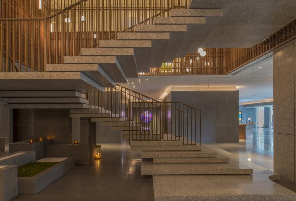 Lobby_Grand_Staircase_S.jpg