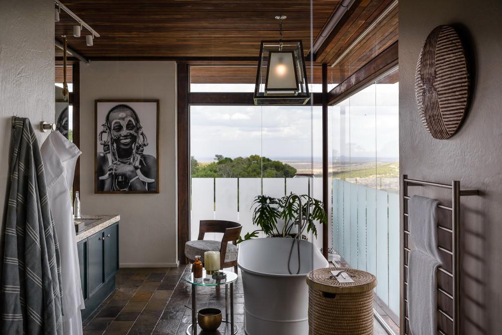 Hillside-Suite-Singita-Sasakwa-Lodge-Bathroom-1.jpg