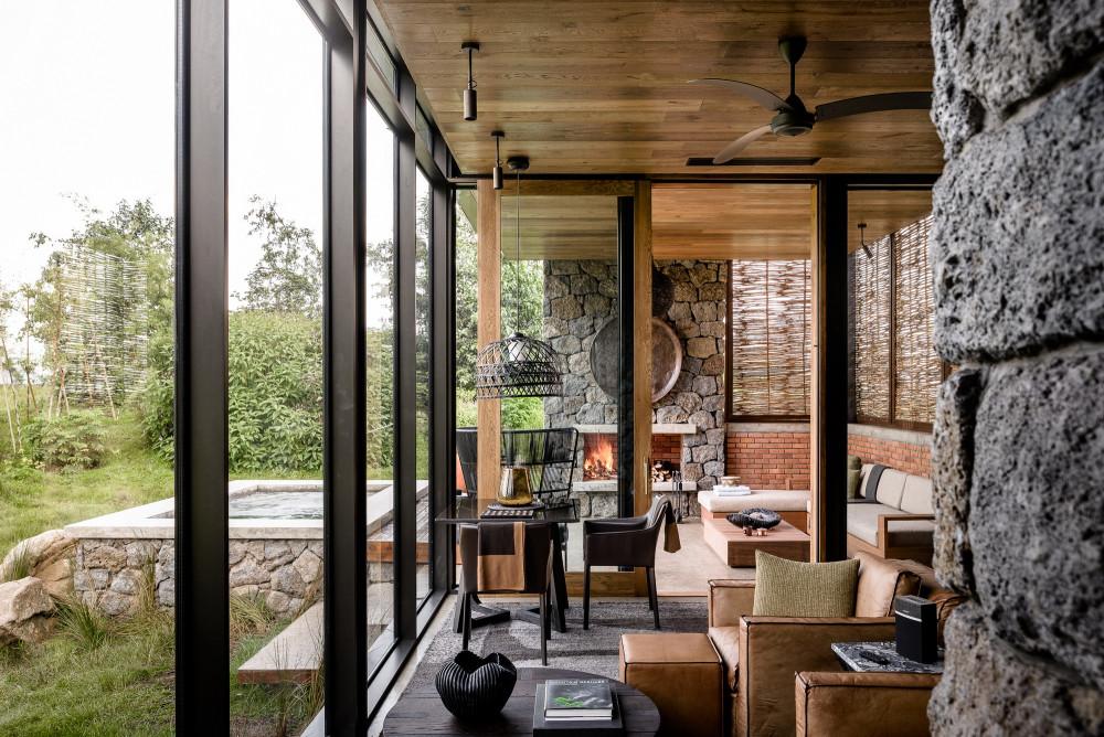 Singita-Kwitonda-Lodge-Outdoor-deck.jpg