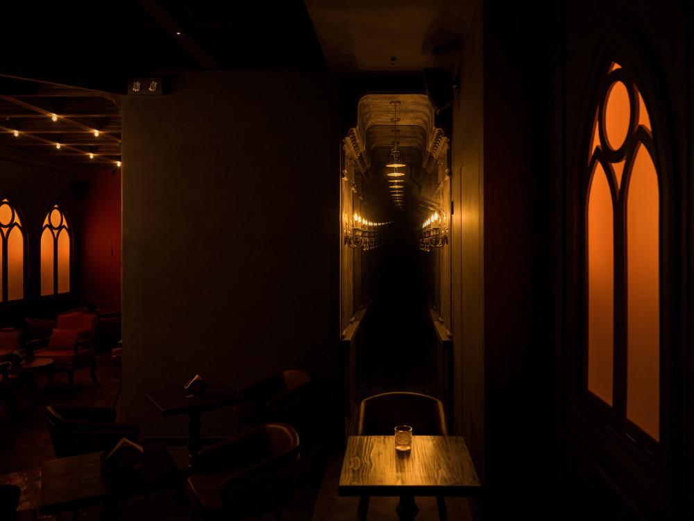 十二都-MAGIC-BAR-高白空间-GB-SPACE-06-室内走廊装置.jpg