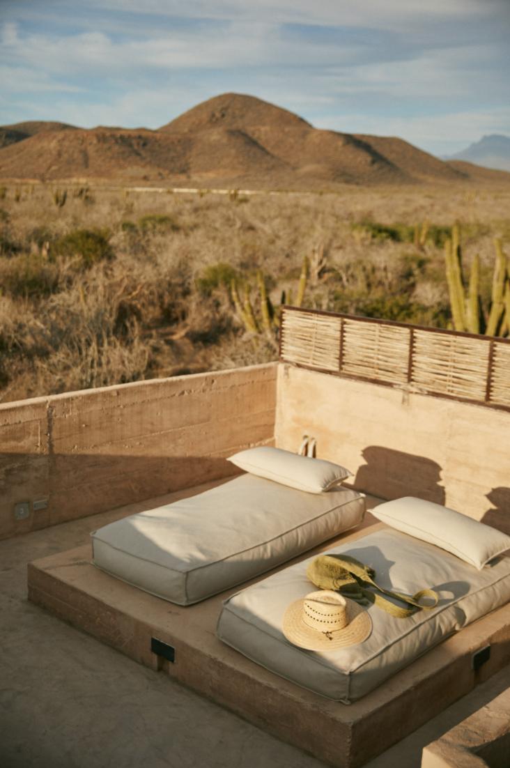 Hotel-Weekend-Barefoot-Luxury-Paradero-Hotel-Mexico-Sun-Bathing.png