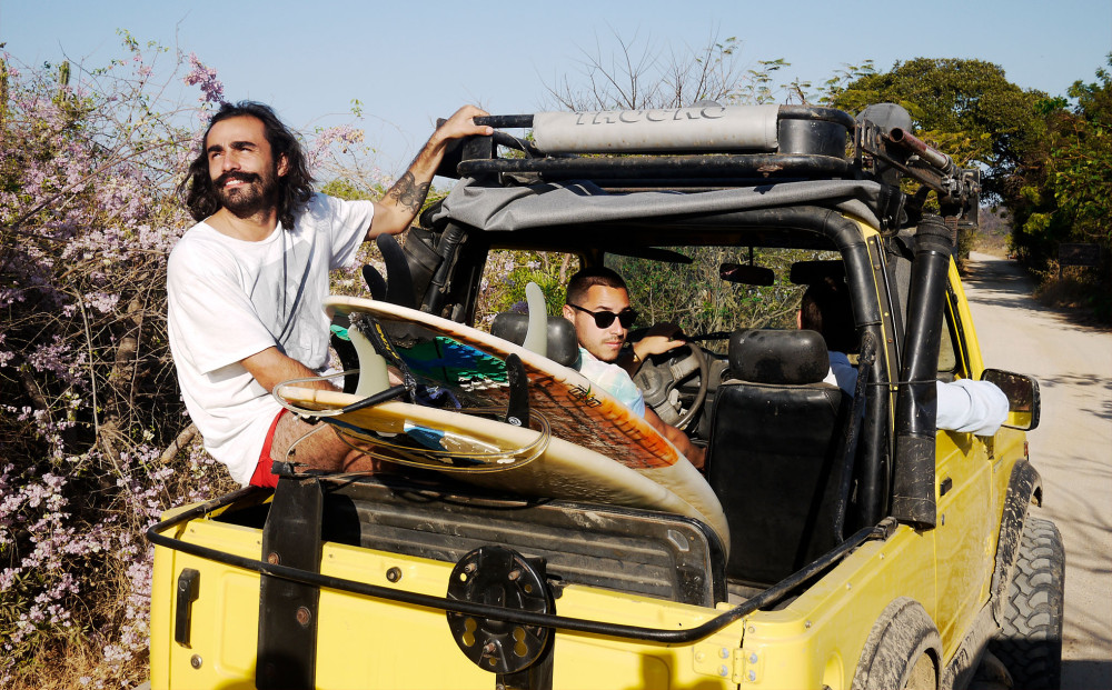escondido-surfing-car-rise-jeep-beach-003-04-n.jpg