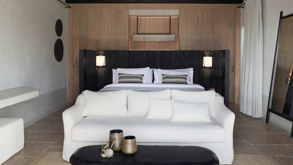 kalesma-suite-bed-closet.jpg