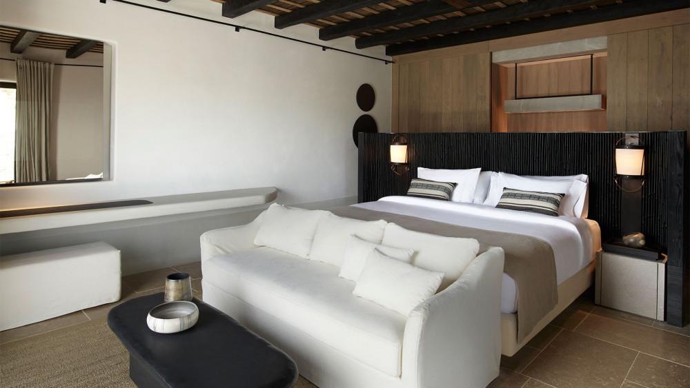 kalesma-suite-side-bed-closet.jpg