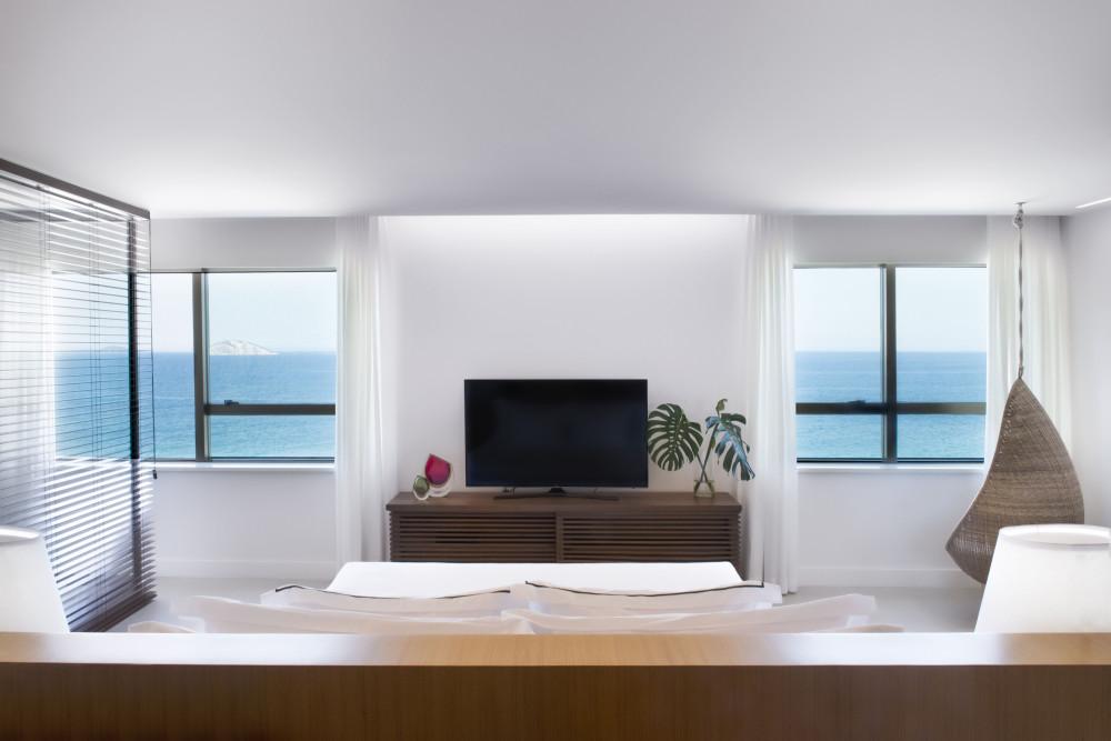 Ocean-Front-Suite_01.jpg