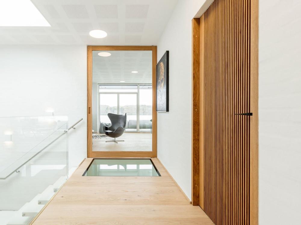252.2-Wood-and-glass-pivot-door-designed-by-Vahle-AS-FritsJurgens-pivot-hinges-Inside.jpg