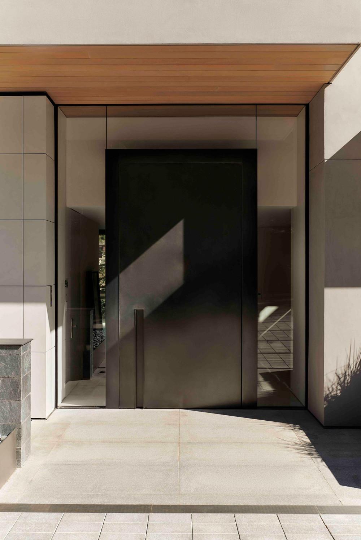 279.3-CastleWood-Doors-i-exterior-pivot-door-I.jpg