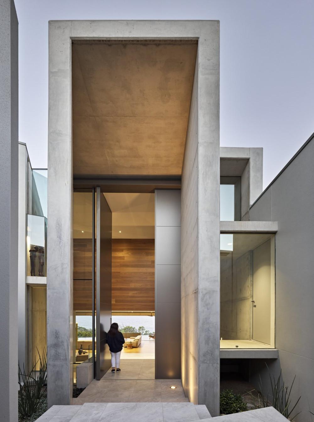 Architecture-by-Gavin-Maddock-pivot-door-by-Australian-Metal-Craft-With-FritsJurgens-pivot-hinge-system-M.jpg