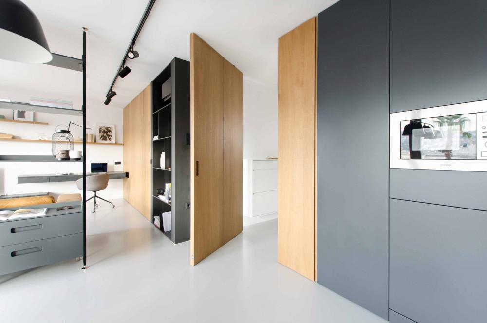 Interior-design-by-marasovic-arhitekti-with-pivot-door-with-FritsJurgens-pivot-hinge-system-scaled.jpg