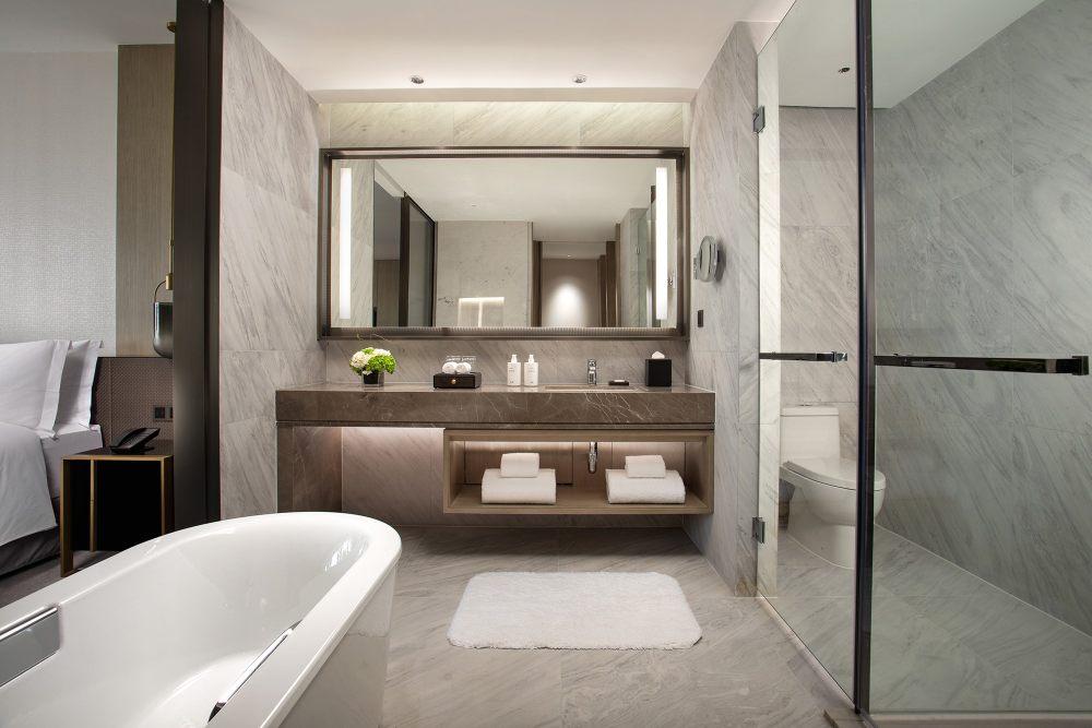 32行政园景房卫生间,图片由佛山新城保利洲际酒店提供.jpg