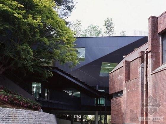隈研吾 Kengo Kuma   日本著名建筑设计师_2010012713360649_3[1].jpg